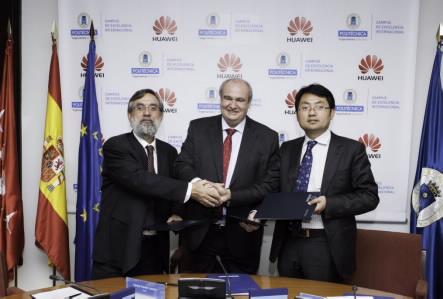 """Huawei y la UPM firman el acuerdo de colaboración del proyecto """"Liderando la Era LTE"""""""