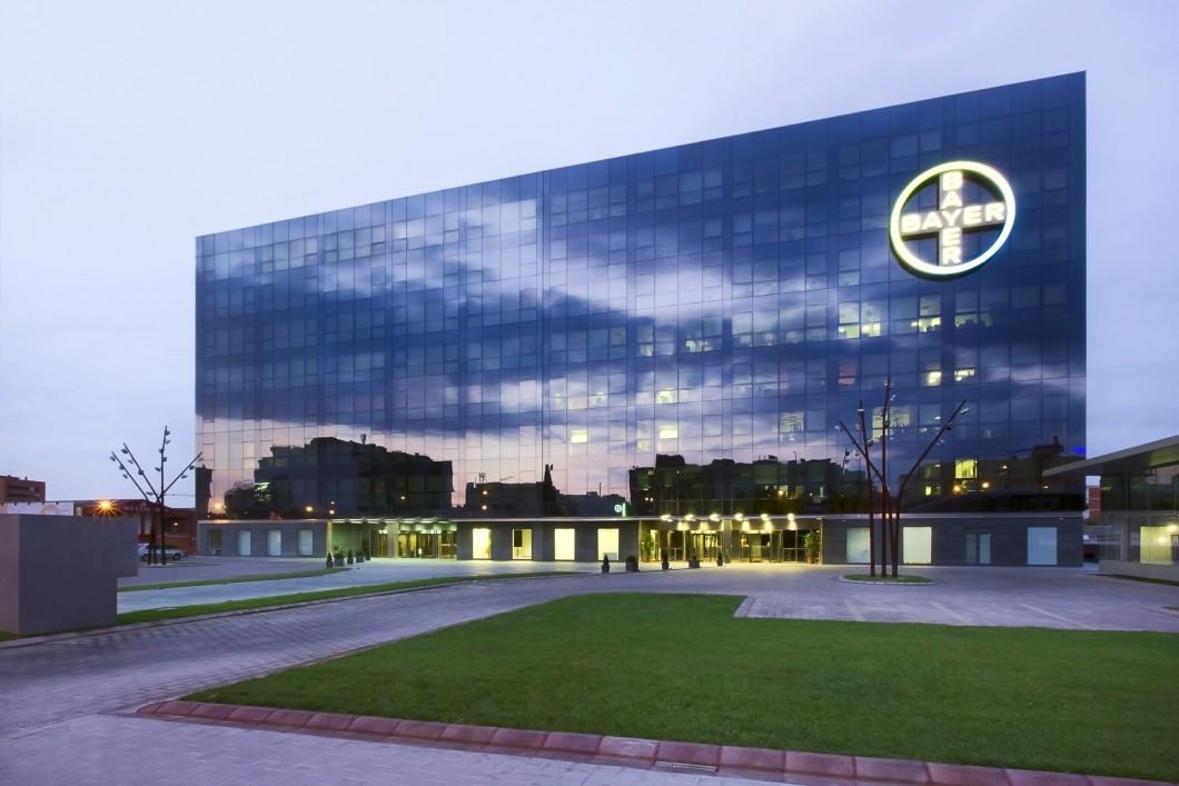 Bayer destina 350.000 euros a becas de estudio y trabajo en el extranjero