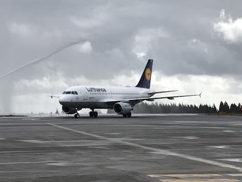 Lufthansa aterriza por primera vez en Santiago de Compostela
