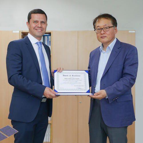 La agencia espacial de Corea del Sur, KARI, otorga a Thales Alenia Space el Premio a la Excelencia