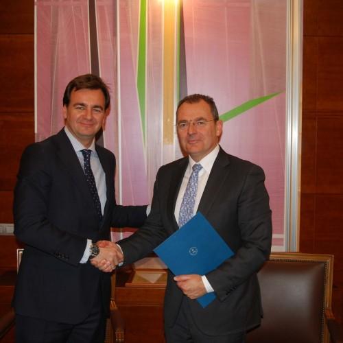 Firma del convenio de colaboración con la Universidad Camilo José Cela