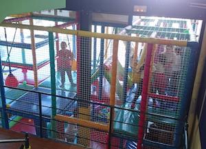 Fiesta de Navidad de DHL Freight para niños del Centro de Día de Aldeas Infantiles SOS