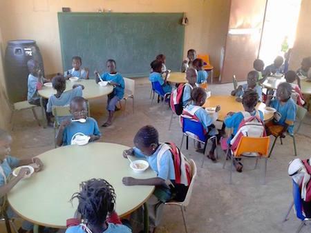 La radio de mujeres de Bafatá en Guinea-Bissau, mucho más cerca con DHL