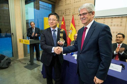 Huawei, reconocida por su contribución al mercado español
