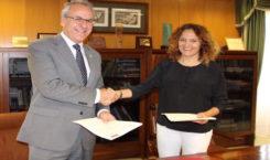 La Universidad de Extremadura y Altadis firman un convenio para investigar el reciclaje de colillas como material acústico