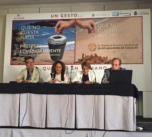 Altadis, Ayuntamiento y estanqueros se unen contra las colillas de cigarrillos