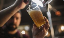 Cruzcampo, Amstel y Heineken refuerzan su apoyo a bares y restaurantes con un llamamiento a los consumidores